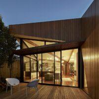 Diagonal House LB 8